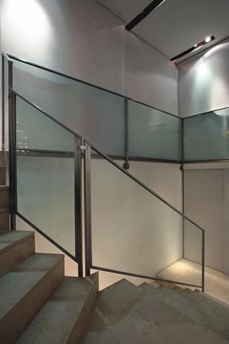 Parapetti ferro battuto parapetti acciaio e vetro - Parapetti in vetro per scale ...